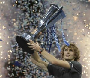 Zverev domina a Djokovic y gana la Copa Masters