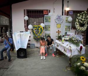 Venezuela: muerte de niños y fábrica de metralletas