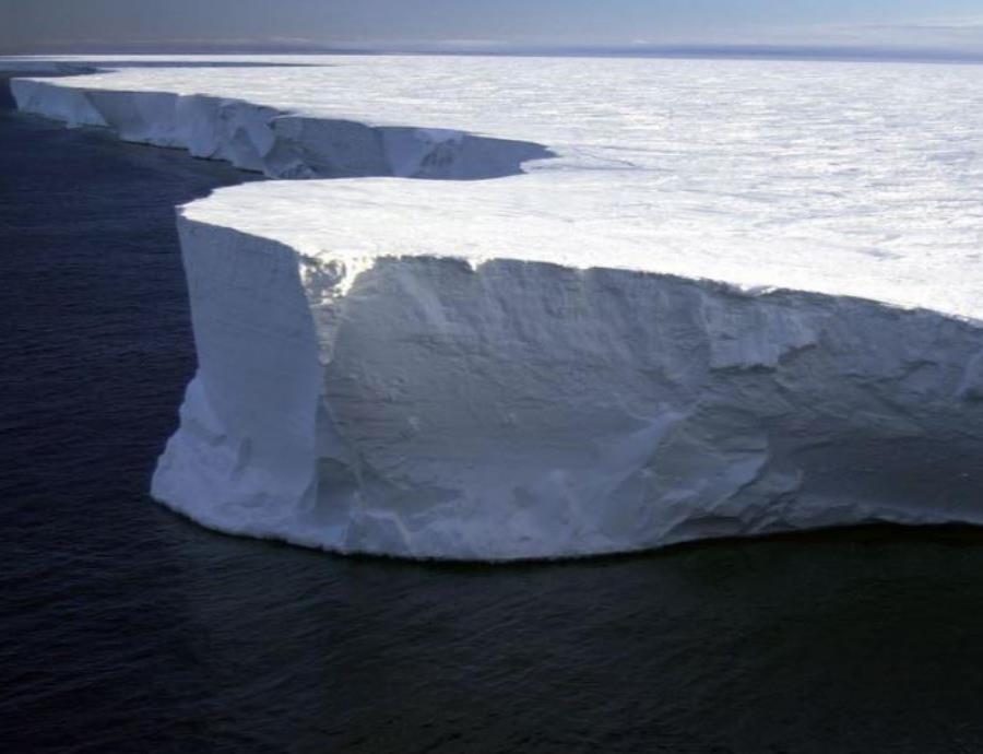 El enorme iceberg desprendido de la Antártida avanza violentamente (semisquare-x3)