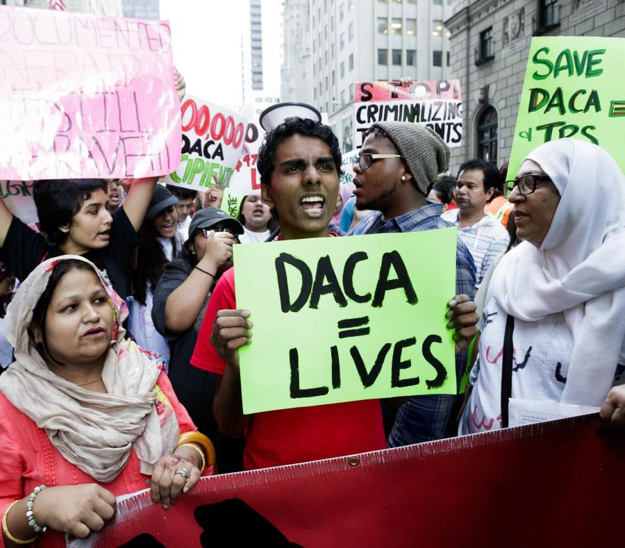 Inmigrantes en defensa de DACA en una manifestación en Nueva York (semisquare-x3)