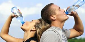 Reutilizar botellas de plástico es malo para la salud