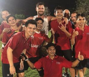 Chris Hemsworth intentó jugar fútbol en Tailandia pero no tuvo éxito