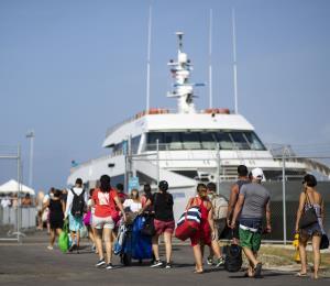 Nuevos retrasos en el terminal de lanchas de Ceiba provoca tensión entre pasajeros