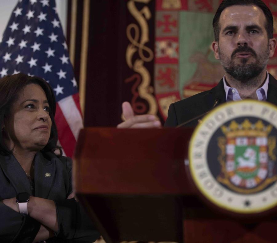 A la izquierda la representante María Milagros Charbonier junto al gobernador Ricardo Rosselló (semisquare-x3)