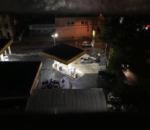 Vecinos denuncian descontrol nocturno frente a comercios en Condado