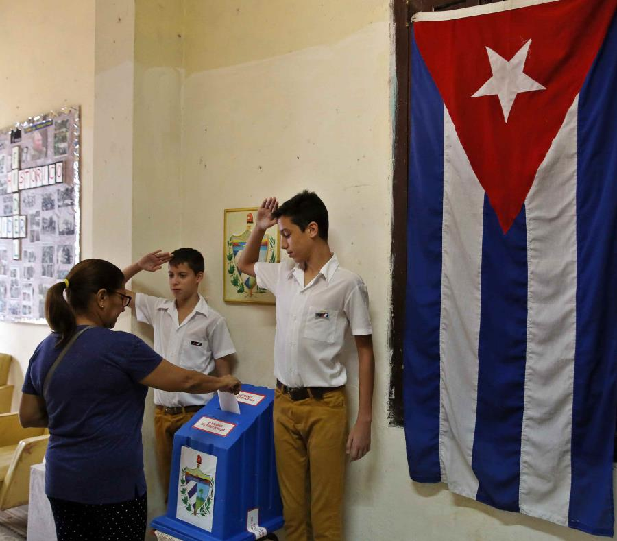 Jóvenes rinden tributo a Fidel en la Habana (+fotos)
