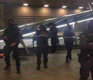 Detienen a un hombre con un cuchillo en el aeropuerto de Holanda