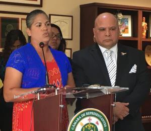 Un grupo de madres de San Juan pide que no cierren dos escuelas