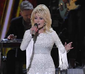 Dolly Parton dona $1 millón para investigación de coronavirus