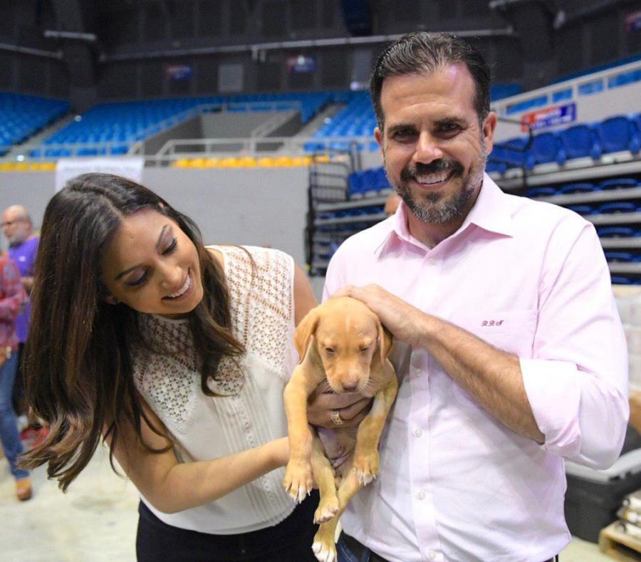 El gobernador Ricardo Rosselló Nevares y la primera dama Beatriz Rosselló, durante su visita a la cuarta ronda de Spyathon de Puerto Rico en el Coliseo Juan Aubin Cruz Abreu de Manatí. (Suministrada) (semisquare-x3)