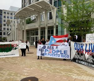 Boricuas protestan contra AES en Virginia