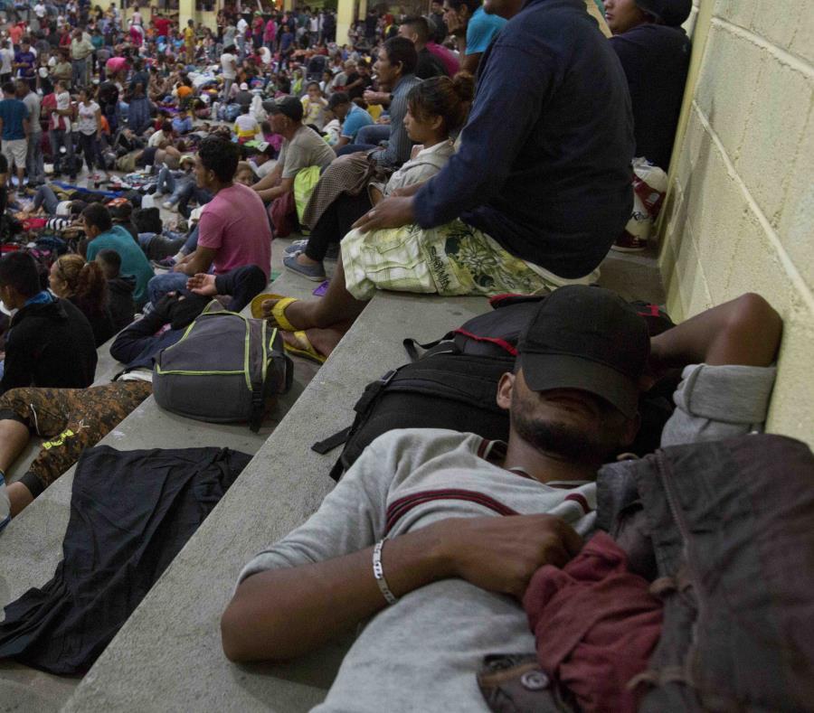 Caravana de migrantes hondureños avanza por Guatemala