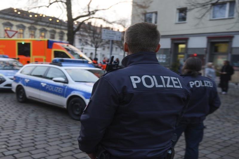 La policía detuvo al dúo en una calle de Berlín. (AP) (semisquare-x3)