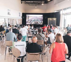 Encuentro especial para amantes de la velocidad en Garage Isla Verde