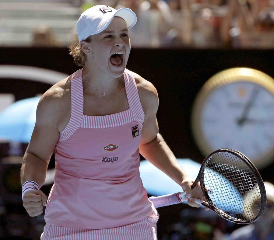 La australiana Ashleigh Barty celebra su victoria sobre Maria Sharapova. (semisquare-x3)