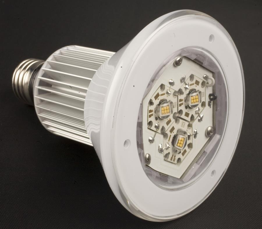 En Puerto Rico, la AEE propuso en su plan fiscal certificado sustituir el alumbrado público por luminarias de tecnología LED mediante una alianza público-privada. (semisquare-x3)