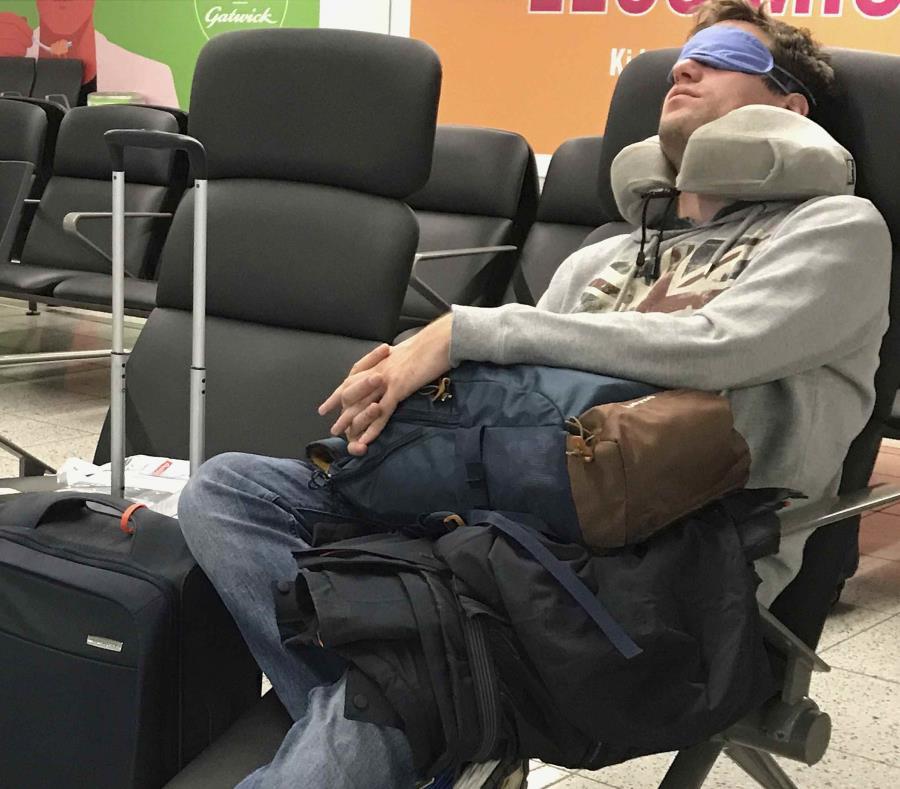 Los pasajeros tuvieron que esperar horas por tomar su vuelo. (AP) (semisquare-x3)