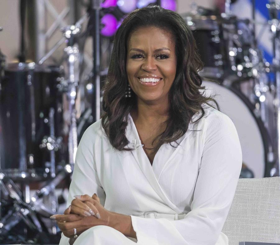 La ex primera dama, Michelle Obama (semisquare-x3)