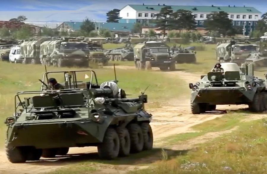 Rusia muestra su poder con los ejercicios militares más grandes de su historia (semisquare-x3)