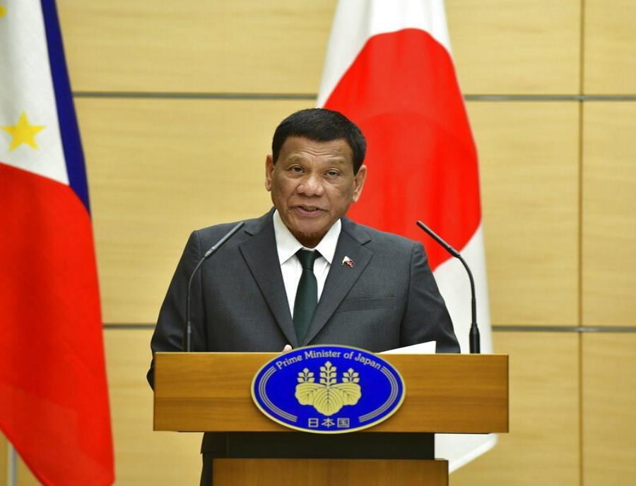 Presidente de Filipinas asegura haberse