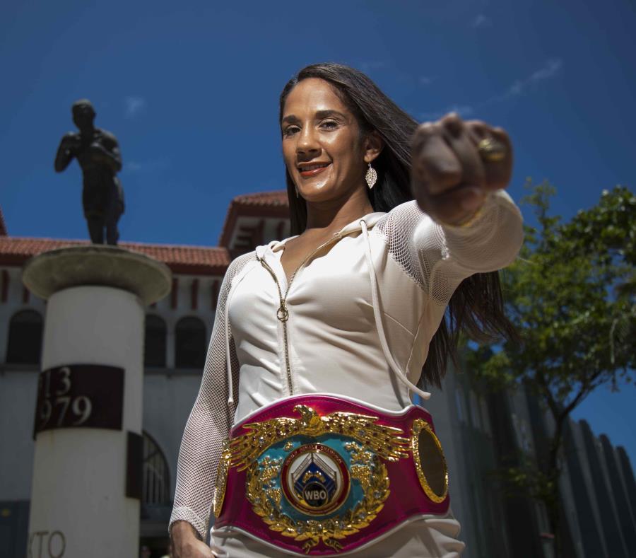 De derrotar a Yamila Reynoso, Amanda Serrano se uniría a Oscar de la Hoya y a Manny Pacquiao como los únicos boxeadores en ostentar seis fajas mundiales en igual número de pesos. (semisquare-x3)