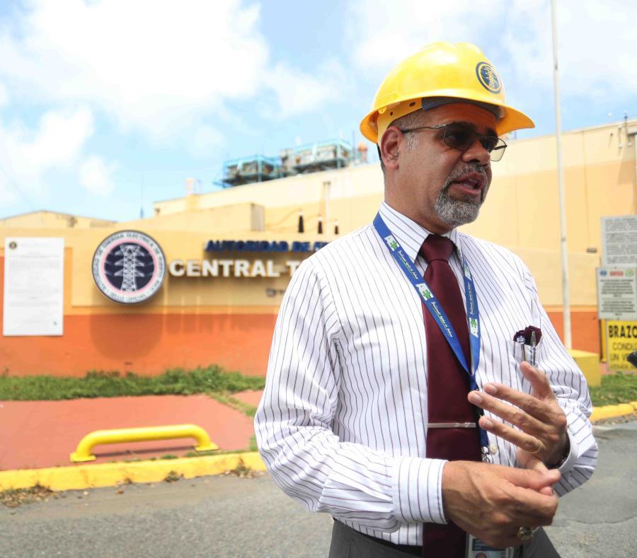 Justo González reiteró que la AEE cuenta con 3,700 trabajadores que se distribuyen en grupos entre los 78 municipios. (semisquare-x3)
