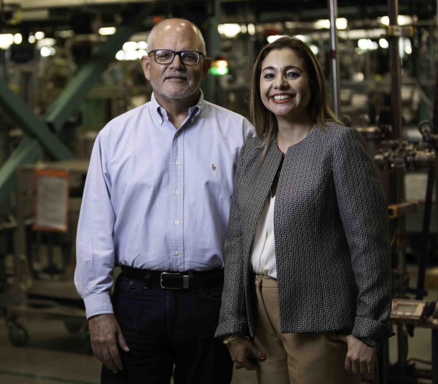 Paul T. Hargen, gerente general y director de HP Inc., junto a Arlene Pérez, gerente de Recursos Humanos para Centroamérica y el Caribe. (semisquare-x3)