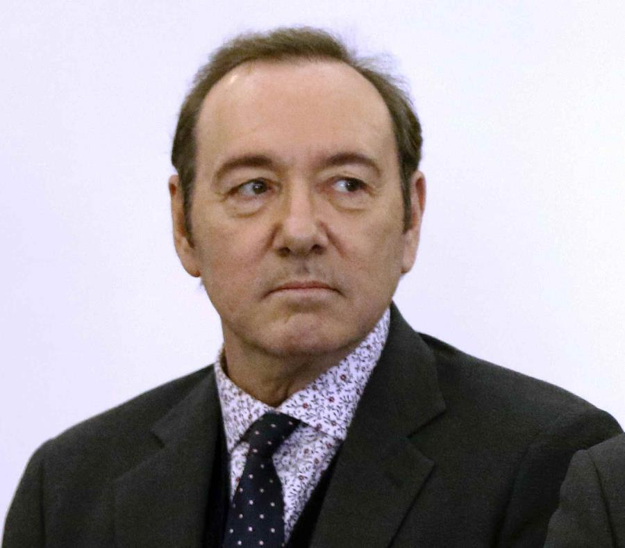 En esta foto del 7 de enero del 2019, Kevin Spacey comparece en un tribunal para responder a un cargo de abuso sexual en Nantucket, Massachusetts. (Nicole Harnishfeger/The Inquirer and Mirror via AP, Pool, File) (semisquare-x3)