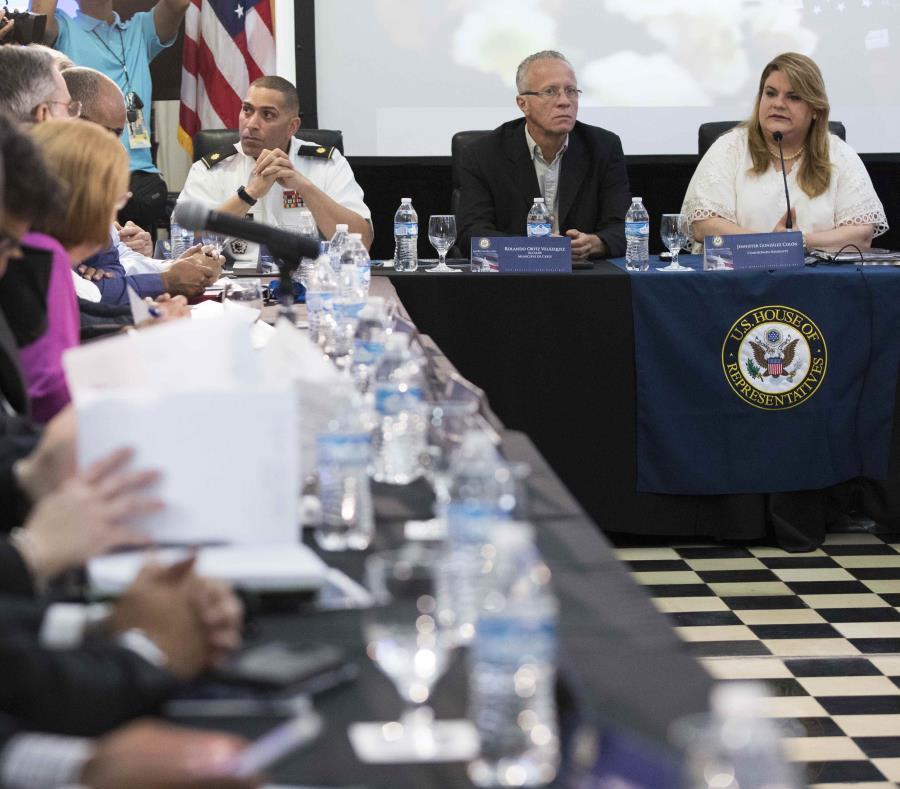 La comisionada residente Jenniffer González se reunió con alcaldes miembros de la Asociación de Alcaldes y representantes de agencias federales para discutir asignaciones de fondos federales. (GFR Media) (semisquare-x3)