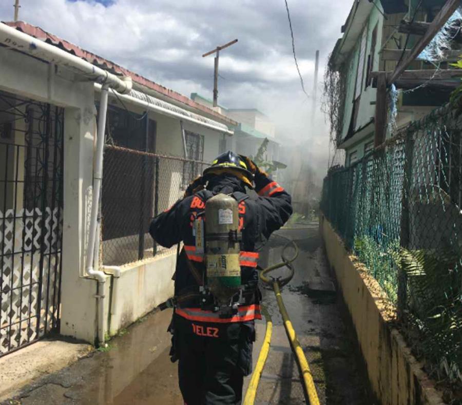Bomberos del Municipio de San Juan controlaron el incendio (semisquare-x3)