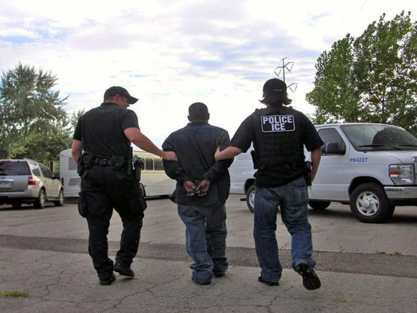 Los detenidos trabajaban en la firma dedicada a reparaciones tecnológicas (semisquare-x3)
