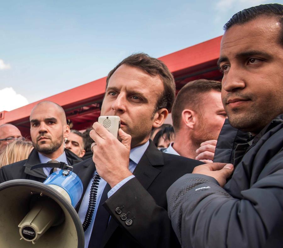 Emmanuel Macron (semisquare-x3)