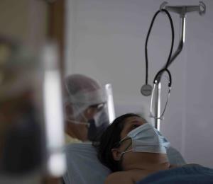 Renuncia el epidemiólogo clave en la lucha contra el COVID-19 en Brasil