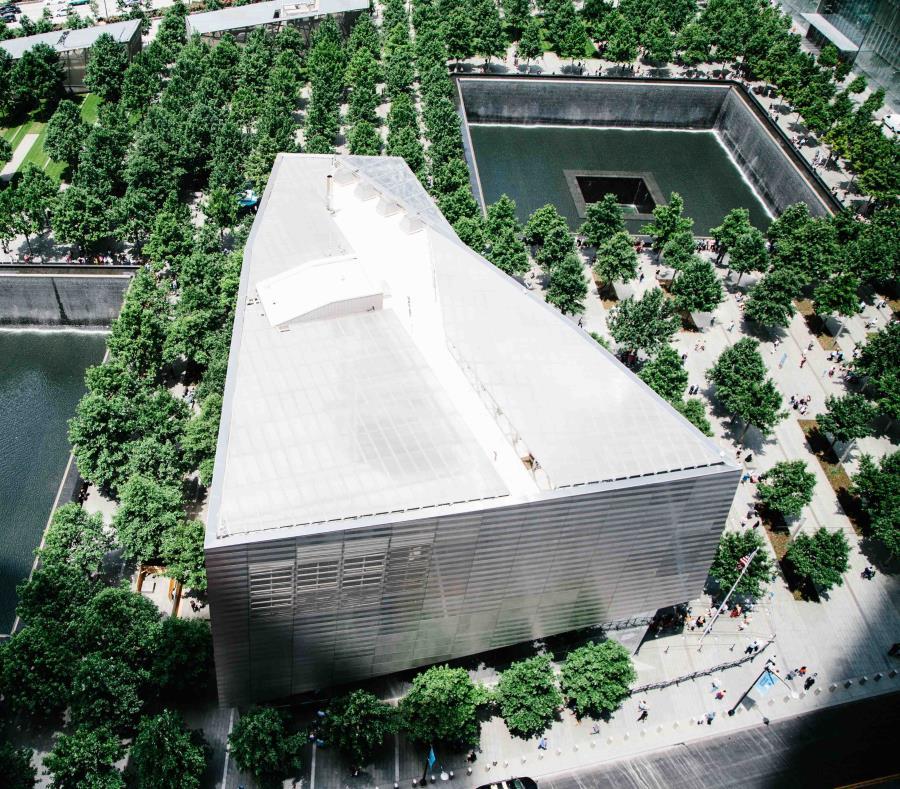 Vista del National September 11 Memorial & Museum desde la terraza del rascacielos Three World Trade Center en el piso 17 hoy, lunes 11 de junio de 2018, en Nueva York, Nueva York (EE.UU.) (semisquare-x3)