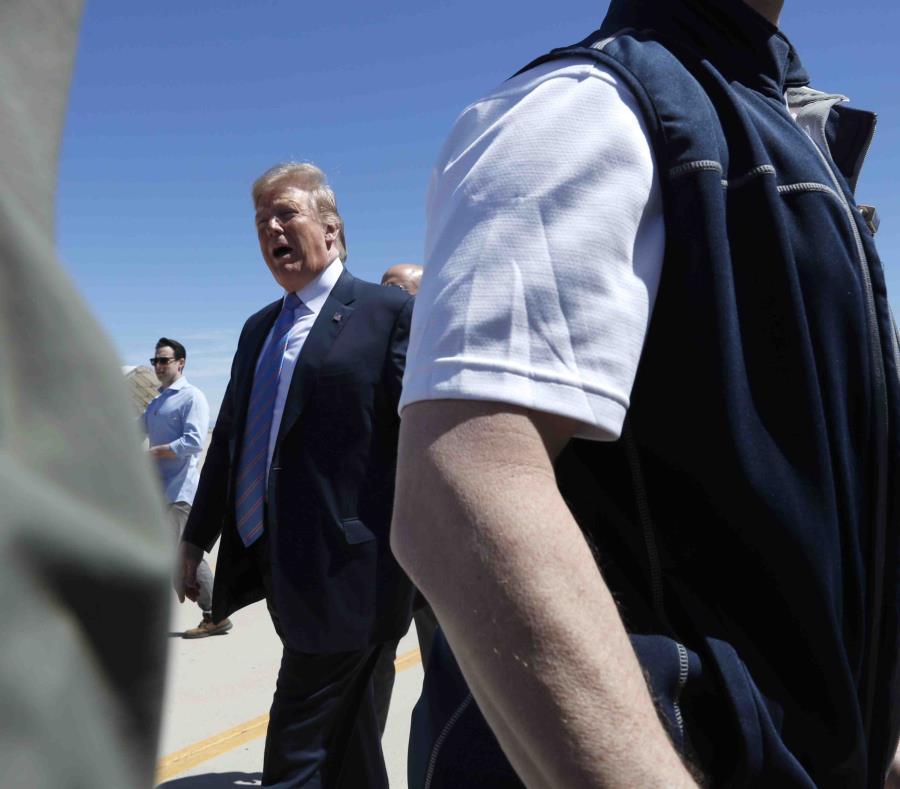 Donald Trump visitó el viernes la frontera entre Estados Unidos y México.  (AP/ Jacquelyn Martin) (semisquare-x3)