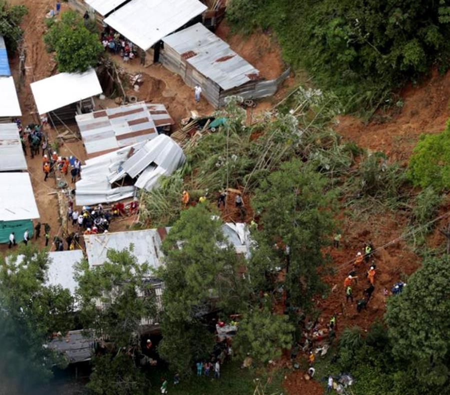 Deslizamiento de tierra en Colombia (semisquare-x3)