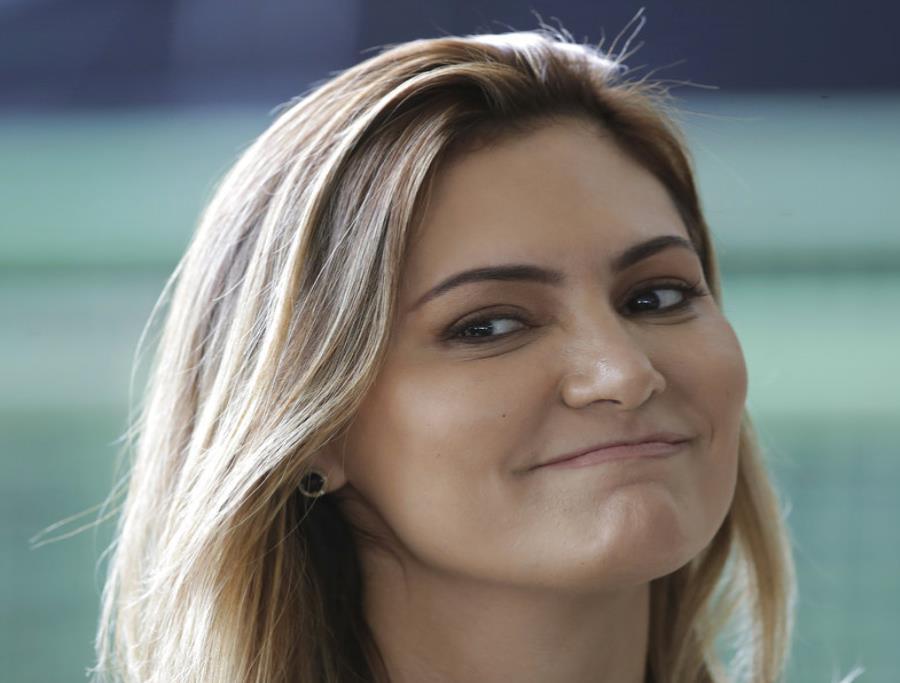 La futura primera dama de Brasil, Michelle  Bolsonaro (semisquare-x3)