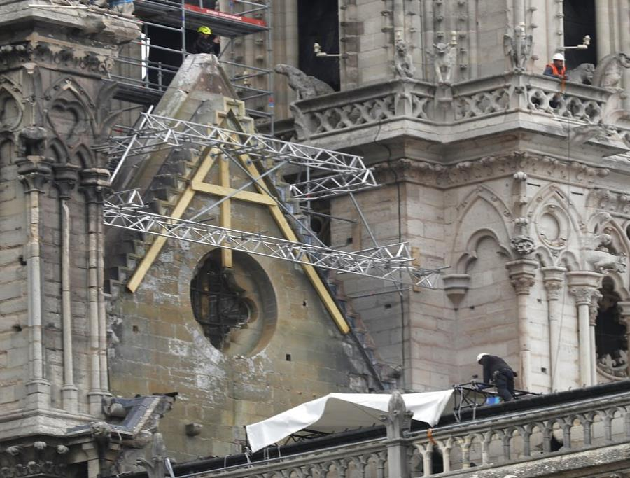 Obreros que trabajaban en Notre Dame violaron la prohibición de fumar