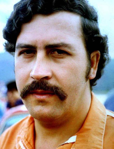 Foto de junio de 1992 del narcotraficante Pablo Escobar, entonces lider del cartel de Medellin, cuando se encontraba preso en la prision de Envigado. (AFP) (vertical-x1)