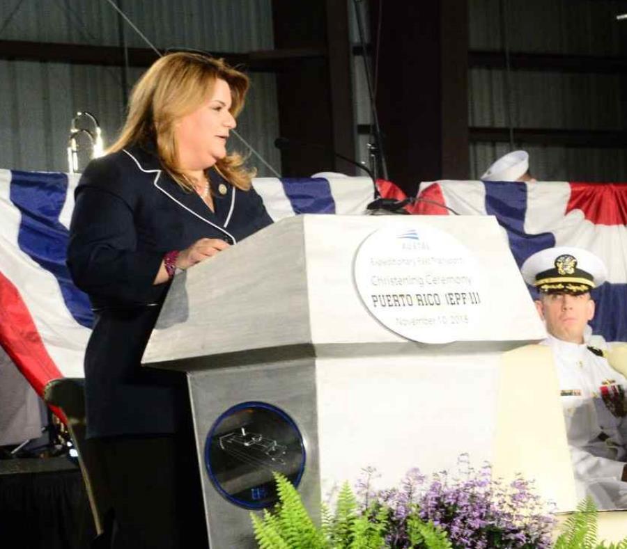 Jennnifer González, comisionada residente en Washington, entregó un rosario para bendecir el navío. (semisquare-x3)