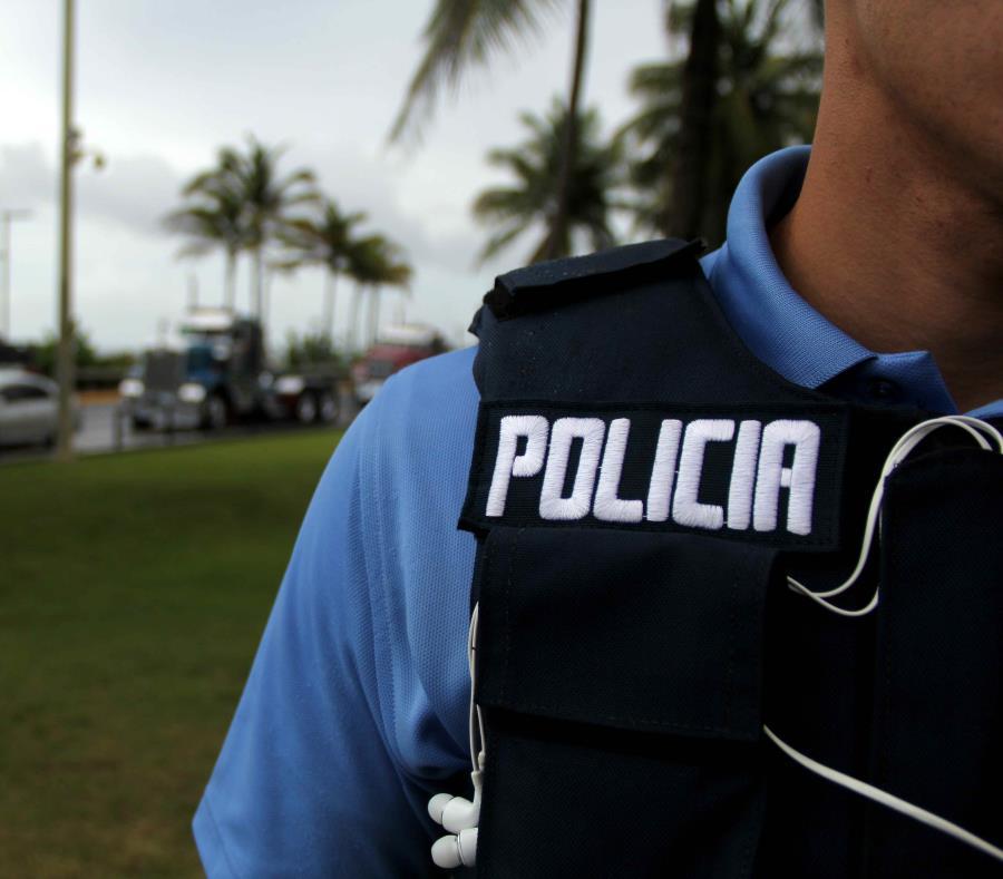 Agentes de la División de Propiedad del Cuerpo de Investigaciones Criminales de Bayamón investigan. (GFR Media) (semisquare-x3)