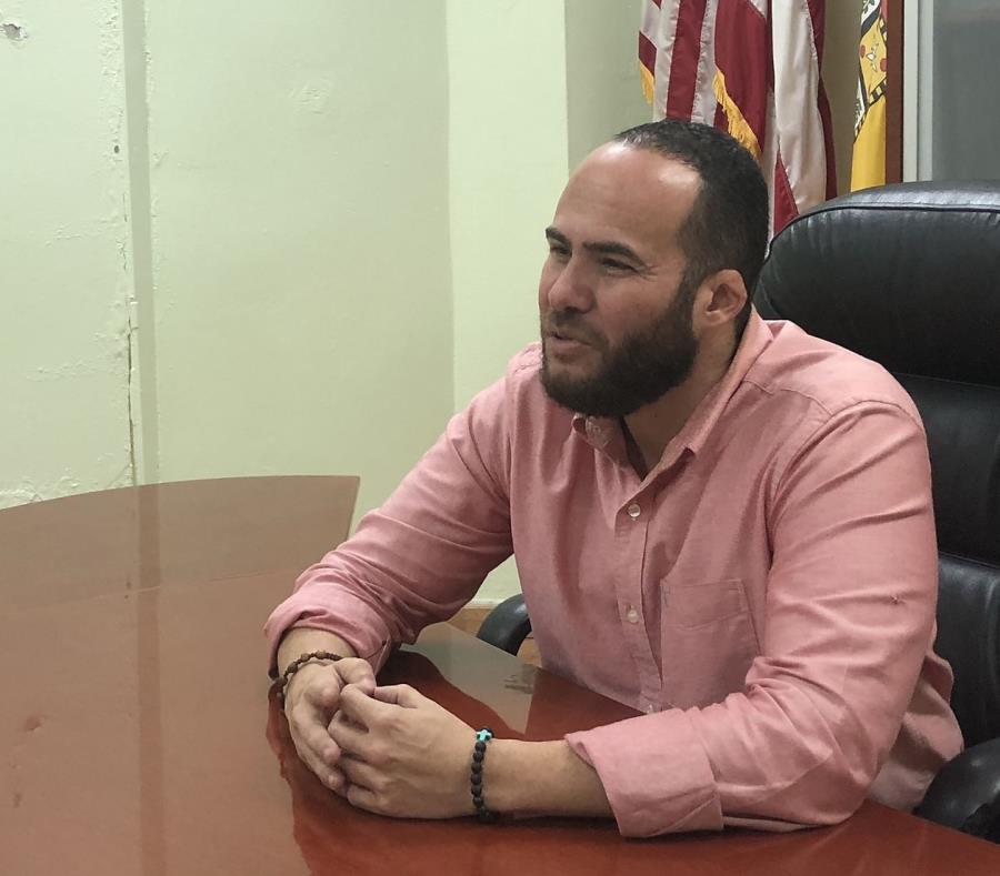Torres sustituye al ahora acusado de 39 cargos por el FBI, Abel Nazario Quiñones. (semisquare-x3)