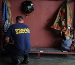 Un hombre deja un fogón prendido y se quema su vehículo en Barranquitas