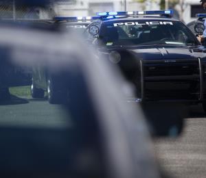Delincuentes chocan el auto de un hombre y luego lo asaltan en San Juan