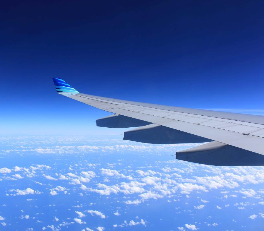 El costo de un vuelo promedio de ida y vuelta fue de $417. (semisquare-x3)