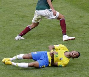 Neymar se toma con humor las críticas a su comportamiento en el Mundial