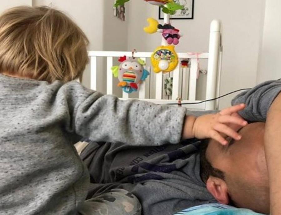 Luca Trapanese adoptó a Alba, una niña de solo un mes con síndrome de Down (semisquare-x3)