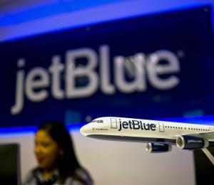 La aerolínea JetBlue reduce su venta de boletos por internet