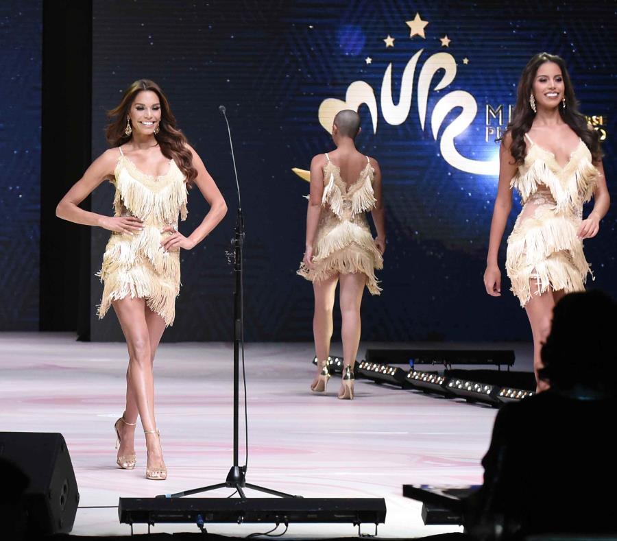 Varias participantes de Miss Universe Puerto Rico 2018 caminan por la pasarela. (semisquare-x3)