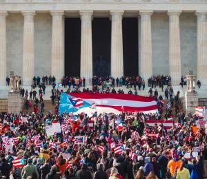 Miles marchan por la capital federal a favor de reconstrucción digna
